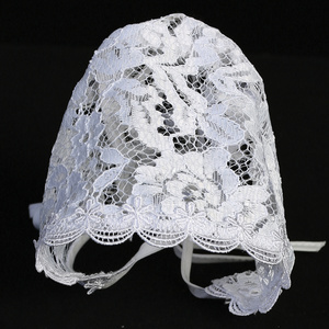 Lace bonnet with trim